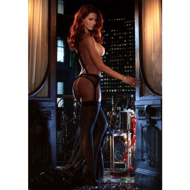 Украинка Саша Бонилова получила честь позировать для календаря Playboy-2012