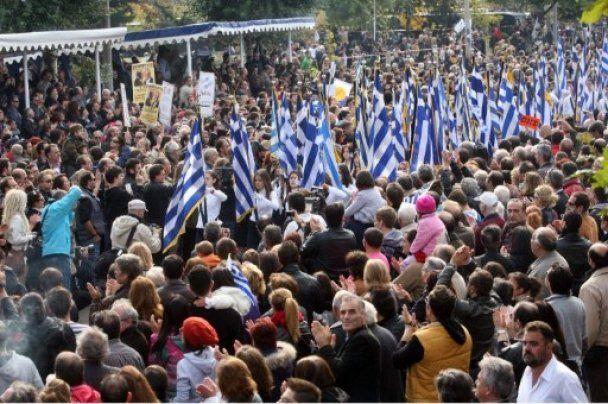 В Греции демонстранты сорвали военный парад