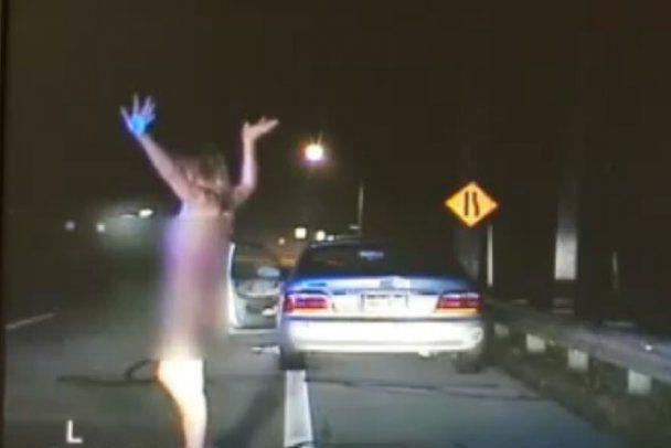П'яна гола жінка тікала від поліції зі швидкістю 205 км/год