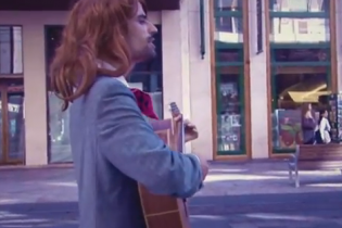 Швейцарский банкир покорил страну песней о кризисе (видео)