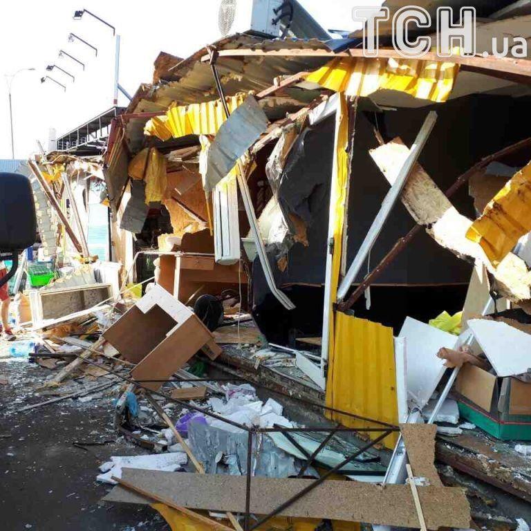 """Уничтожение рынка возле """"Лесной"""": свидетели говорят об убийствах животных и грабеже имущества """"титушками"""""""