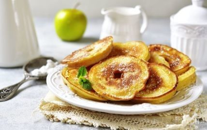 Оладьи с яблоками: простой рецепт