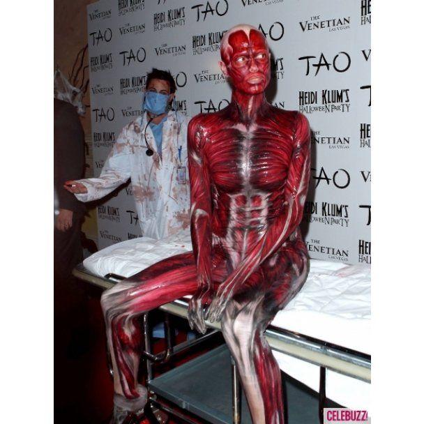 На Хелловін-вечірку Хайді Клум прийшла без шкіри