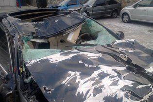 У Криму корови забуцали шикарний Lexus до невпізнання (фото)
