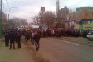 Пенсионеры и чернобыльцы перекрыли трассу Киев-Днепропетровск