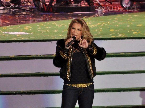Певица Анастейша опустилась на колени перед львовянами