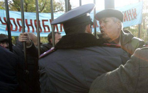 Чорнобильці прорвали живий щит беркутівців і опинились біля дверей Ради