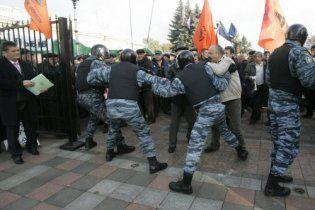"""Чорнобильці пішли в рукопашний на """"Беркут"""" прямо під дверима Ради"""