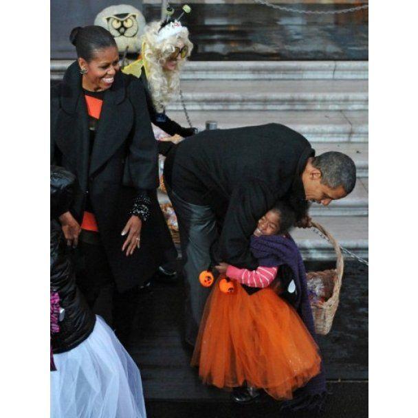 Президентский Хэллоуин: в Белом доме раздавали конфеты