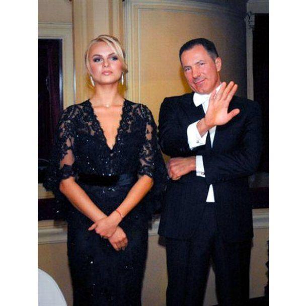 Жена соратника Тимошенко пошла на бал в бриллиантах и изумрудах
