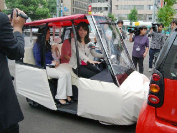 Японці створили найбезпечніший автомобіль-подушку (відео)