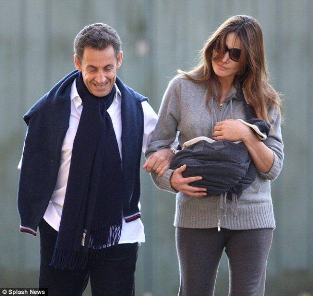 Саркози и Бруни впервые вышли в свет с новорожденной дочкой