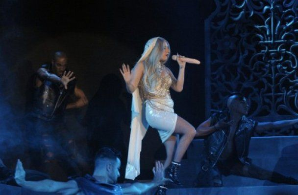 Непредсказуемая Lady Gaga спела в фаллос