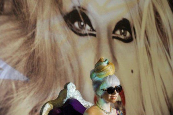 На вечеринке Формулы-1 Lady Gaga спела в фаллос