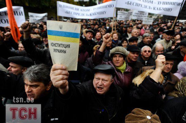 Cотні чорнобильців протестували під Кабміном