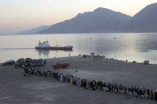 У берегов Египта загорелся паром с тысячей пассажиров