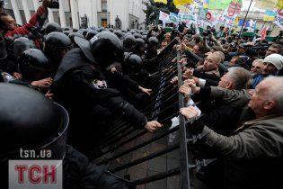 """""""Свобода"""" проверит на прочность укрепленный забор возле Рады"""
