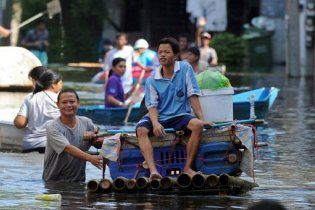 Споры чиновников привели к затоплению еще нескольких районов Бангкока