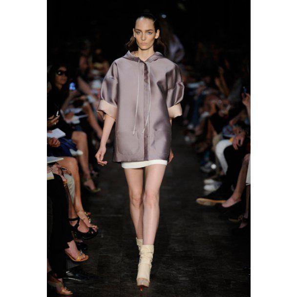 Виктория Бекхэм поразила потрясающей коллекцией платьев