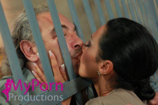 Доминик Стросс-Кан стал главным героем порно