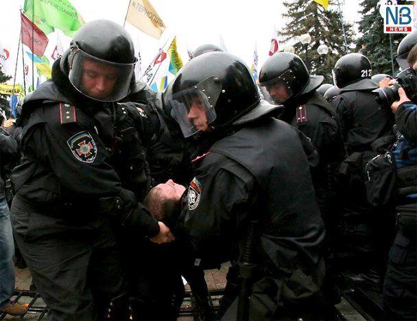 """Во время протестов под Радой был ранен """"беркутовец"""""""