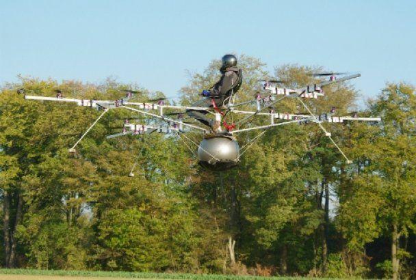 В Германии человек совершил первый полет на мультикоптере