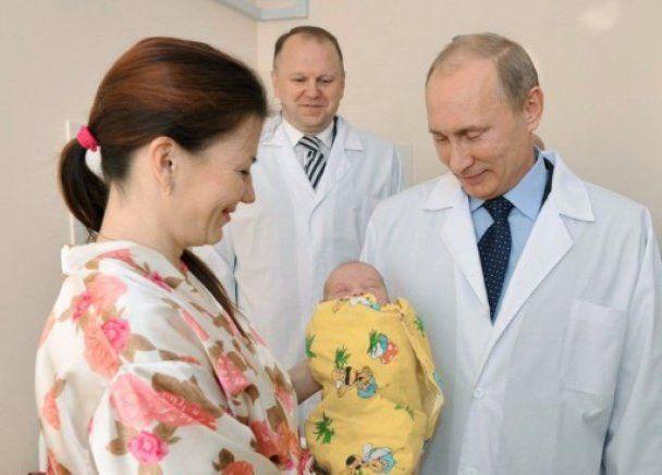 """Путін привітав """"ювілейного"""" землянина з Калінінграду"""