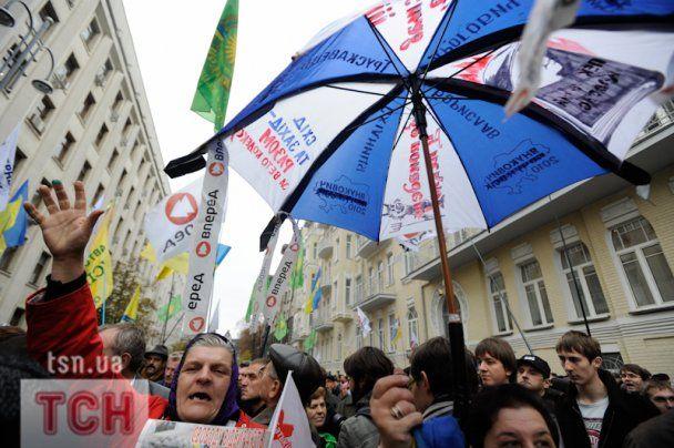 Мітингувальники від Ради рушили на Адміністрацію прездента