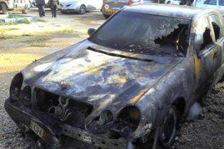 В Севастополе неизвестные поджигают машины