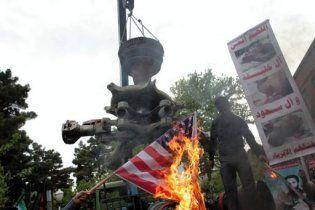 """Тысячи иранцев вышли на улицы под лозунгами """"Смерть Америке!"""""""