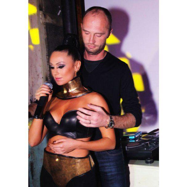Секс-бомба Астаф'єва у Москві показала новий кліп і золоті груди