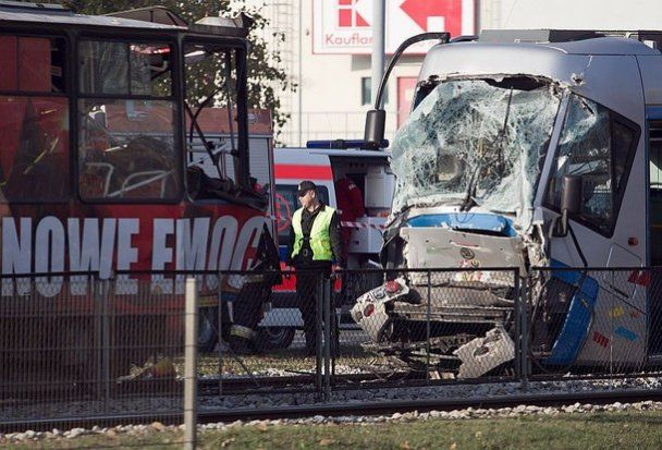 Велика трамвайна аварія в Польщі: постраждали десятки людей