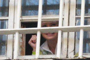 У Тимошенко так разболелся позвоночник, что она не смогла прийти к адвокату