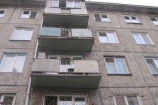 Школярка викинулася з вікна після групового зґвалтування друзями