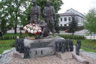 В Киеве восстановили разрушенный памятник афганцам