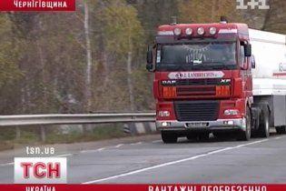На Чернігівщині через вантажівки руйнується ціле село