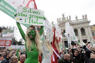 Активистки Femen разделись в Риме против Берлускони