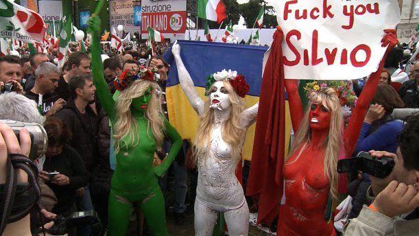 Активистки Femen разделись против Берлускони во имя Италии