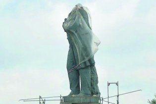 В Днепропетровске обезглавили памятник Шевченко