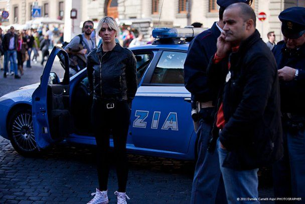 Femen роздягнулись перед Папою Римським