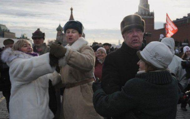 В Москве на Красную площадь вывели танки и военных