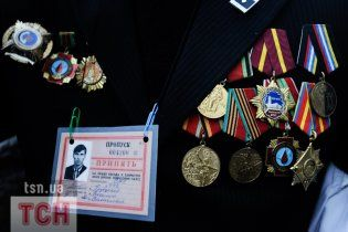 У Азарова нарікають, що через чорнобильців без пенсії залишаться інші