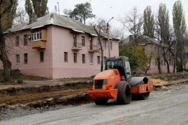 В Донецке к Евро-2012 дома красят только с одной стороны