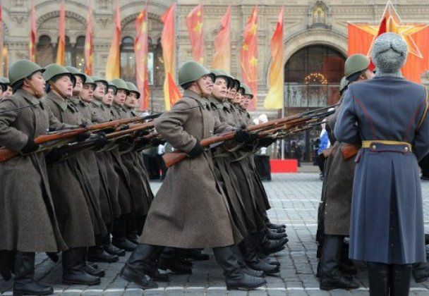 В Москві на Красну площу вивели танки і військових