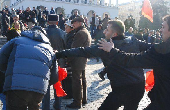 Бійка комуністів і представників КУПР на Майдані_2