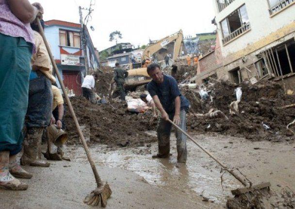 Оползень в Колумбии похоронил под камнями десятки людей