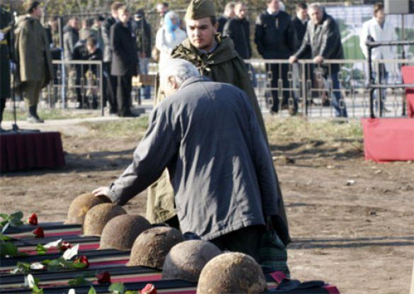 Перепоховання радянських Воїнів у селі Гатне_3