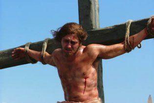 У Судаку фанатки знесли хрест, на якому розіп'яли Безрукова