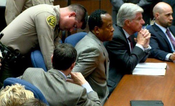 Врача признали виновным в смерти Майкла Джексона