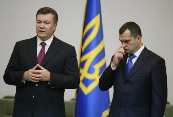 Янукович привітав Захарченка червоними трояндами